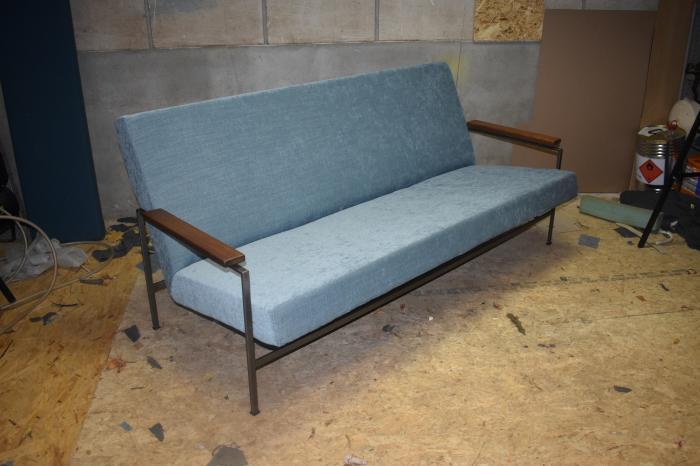 Blauwe Design Bank.Mooie Zacht Blauwe Nieuw Beklede Rob Parry Lotus Vintage Retro